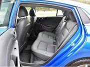 2018-hyundai-ioniq-hybride-rear-seat